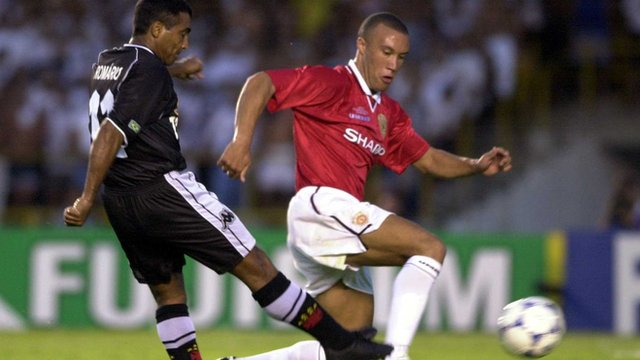 Vasco da Gama's Romario scores against Manchester United