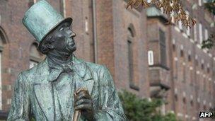 Hans Christian Andersen statue, Copenhagen, file pic