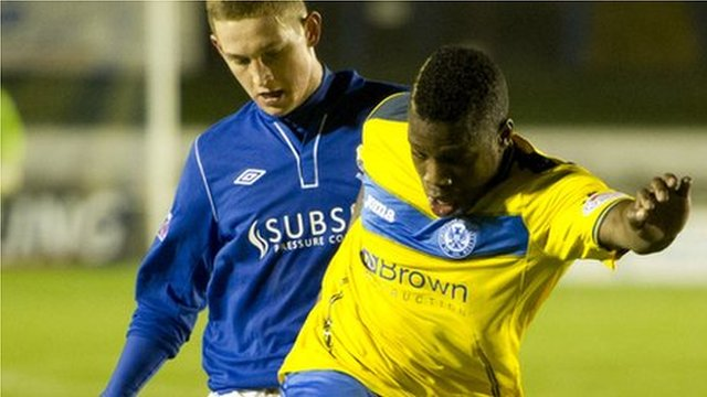 St Johnstone's Nigel Hasselbaink holds off Thomas O'Brien