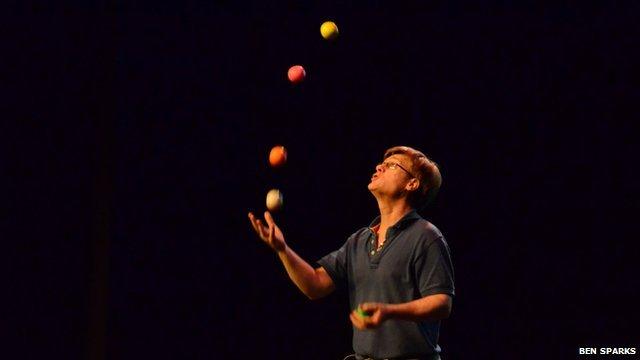 Colin Wright, juggler