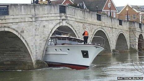 Boat stuck under Chertsey Bridge