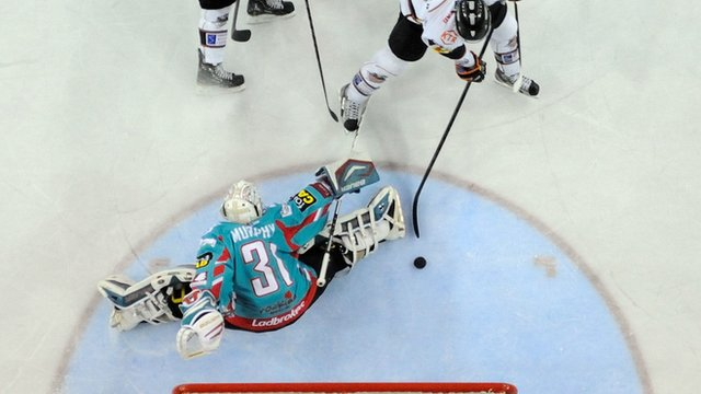 Belfast Giants fell to a 4-1 defeat to Sheffield Steelers at the Odyssey Arena