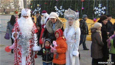 Grandfather Frost and Snow Maiden in Tashkent, 2011