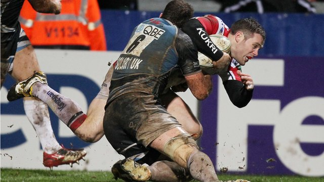Darren Cave scores a try against Glasgow in the Heineken Cup