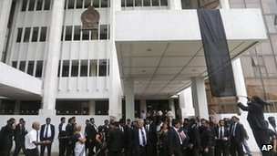 Lawyers hang a black flag outside the Colombo court complex. File photo