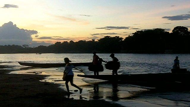 People crossing the Arauca River between Colombia and Venezuela