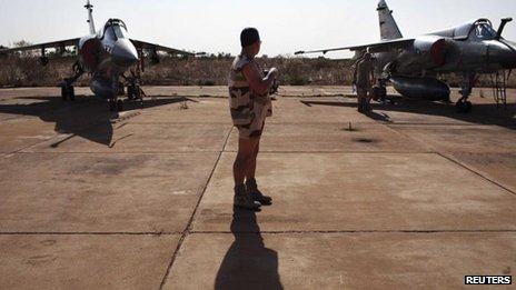 A French soldier between two Mirage F1 fighter jets at the Malian army air base in Bamako, 14 January