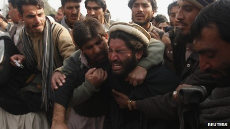 Protesters outside government offices in Peshawar on 16 January 2013
