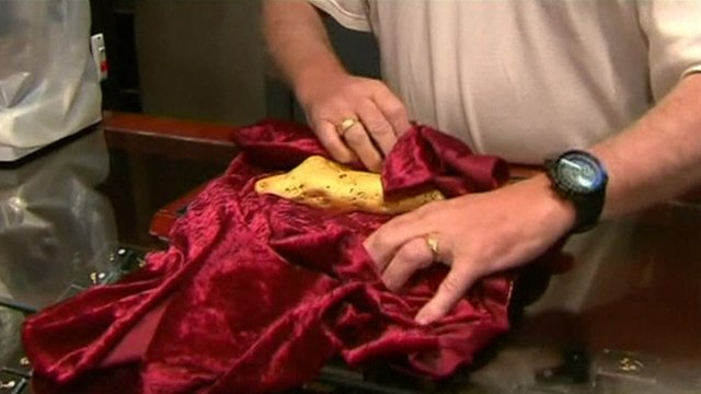 Gold shop owner Cordell Kent presents the gold nugget found in Ballarat, Australia