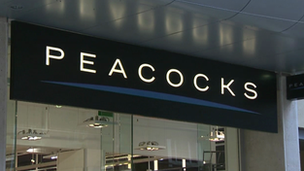 Arwydd siop Peacocks