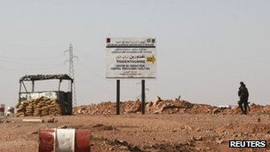 Checkpoint on road to gas facility - 19 January