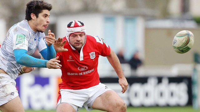 Rory Best battles with Pierre Bernard in Saturday's match in France
