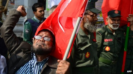 An activist shouts slogans as he and others including former freedom fighters who fought against Pakistan in the 1971 war demonstrate outside the International Crimes Tribunal court premises in Dhaka on January 21, 2013.