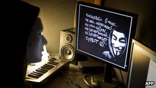 BBC News – gruppo Anonymous hacker: due in carcere per attacchi informatici