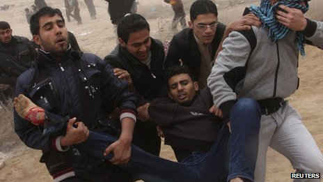 Wounded protester is carried during clashes with security forces in Fallujah, on 25/1/13