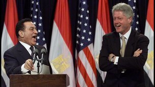 Mubarak laughing with Bill Clinton in 1999