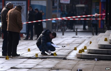 """Police investigators work at the scene where suspected drug lord Zlatomir """"Zlatko the Beret"""" Ivanov was shot and wounded in front of the Supreme Court of Appeal in the Bulgarian capital Sofia on 29 January 2013"""