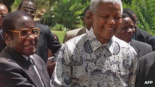 Robert Mugabe (L) and Nelson Mandela (R) in 1999