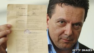 Nick Xenophon holds up his deportation order on return to Adelaide, 17 Feb