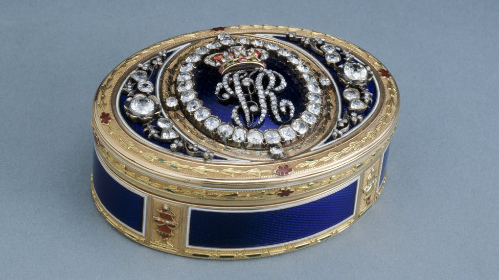 Gold snuff box Probably German or Swiss, late 18th century, precious stones added in 1872