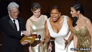Richard Gere with (l to r) Renee Zellweger, Queen Latifah and Catherine Zeta-Jones at the 2013 Academy Awards