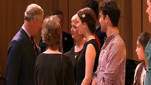 Y Tywysog Charles yng Ngholeg Brenhinol Cerdd a Drama Cymru