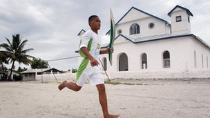 Tuvalu ydi un o'r gwledydd lleia' i gystadlu