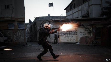 Police use tear gas, stun grenades and birdshot against protester
