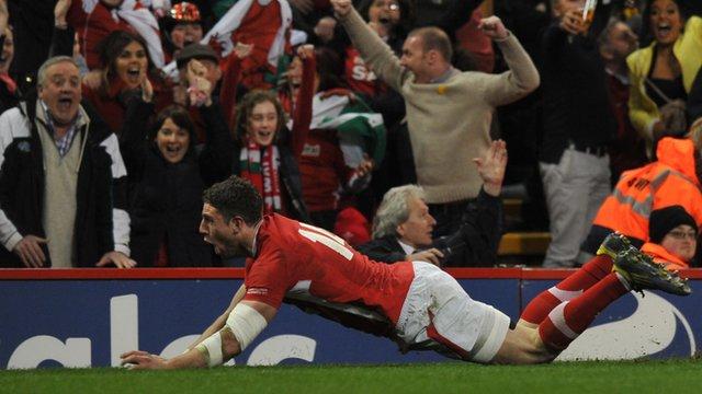 Six Nations: Wales 30-3 England