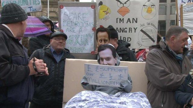 """People demonstrating against """"bedroom tax"""""""
