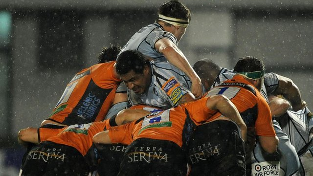 Cardiff Blues and Treviso's forwards clash in the Pro12