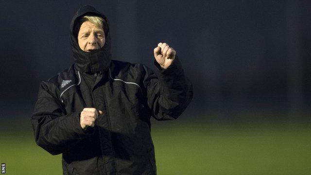 Scotland manager Gordon Strachan oversees training in Belgrade