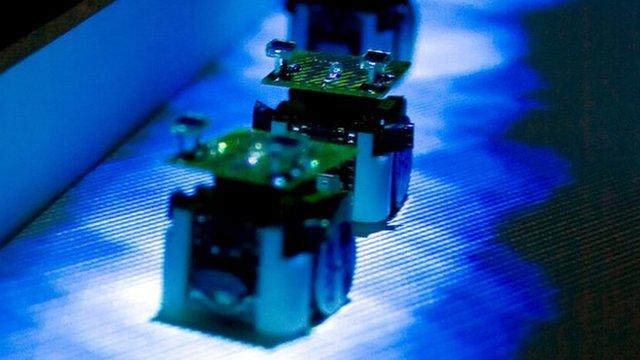 Robotic ants (c) Simon Garnier