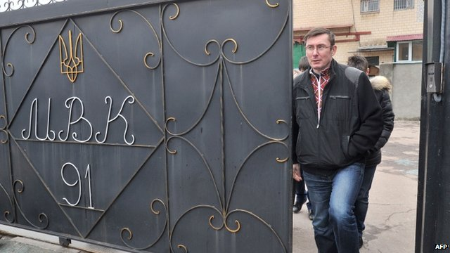 Yuri Lutsenko leaves prison