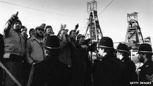 Miners picket at a Kent coalmine during the 1984