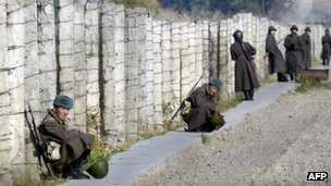 Soldiers guard an area outside the Moldovanovka penal colony in Kyrgyzstan (File photo, November 2005)