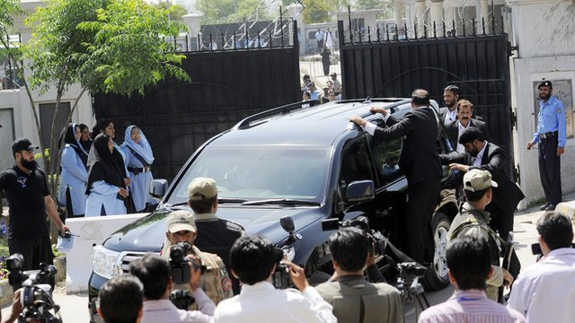 Musharraf leaves court