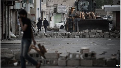 Excavator clears obstruction left by protesters in Diraz, Bahrain (18/04/13)