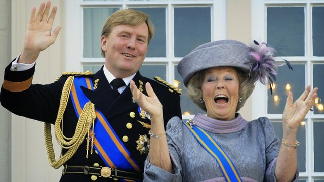 Former Dutch Queen Beatrix, right, and the new King Willem Alexander, left