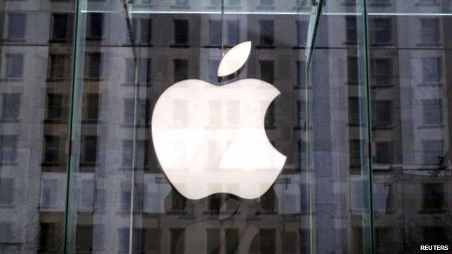 The Apple logo, 5th Avenue store, New York