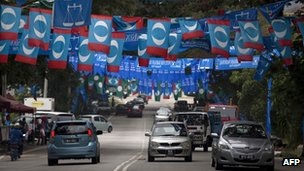 Flags of Malaysian opposition People's Justice Party and ruling Barisan National in Kuala Lumpur