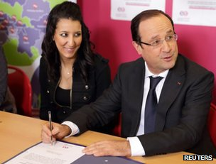 """French President Francois Hollande attends a """"jobs of the future"""" ceremony in Dijon, 11 March"""