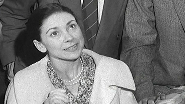 Margot Fonteyn meets the press