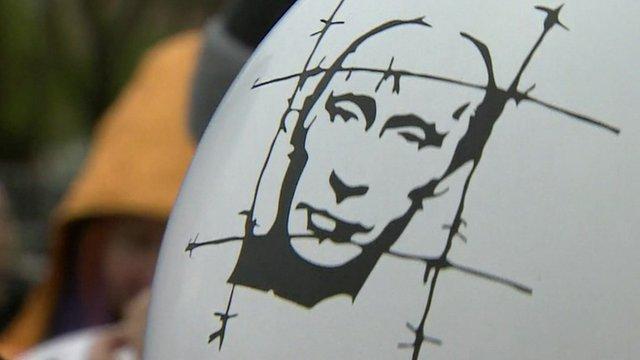 Balloon showing image of Vladimir Putin behind barbed wire