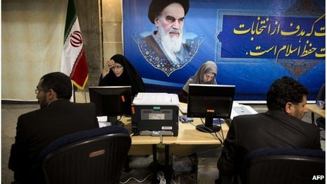 Iranian men register candidacy for presidential elections (Tehran 07/05/13)