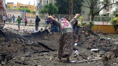 A woman laments at the bomb scene in Reyhanli, Turkey, 11 May