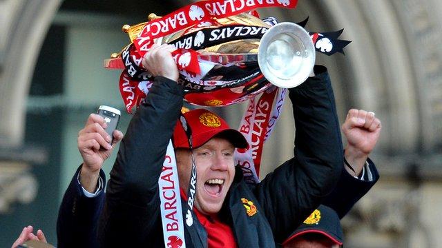 Paul Scholes celebrates with the Premier League trophy