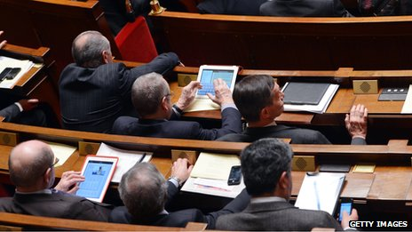 French MPs use tablets in parliament (19 February 2013)