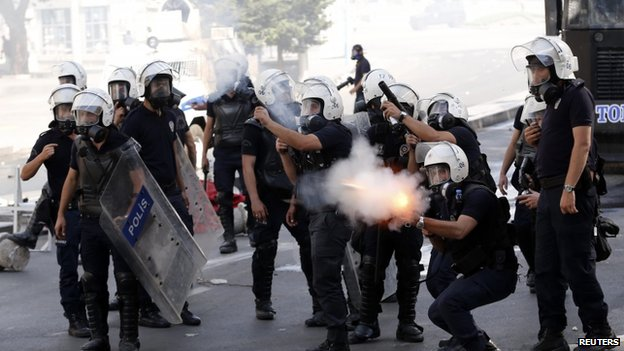 Police fire tear gas against protesters in Ankara 3 June 2013