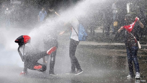 Police use water cannon against protesters in Ankara, 3 June, 2013